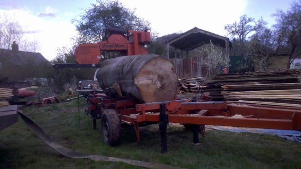 Mobile sawmilling with the woodmizer