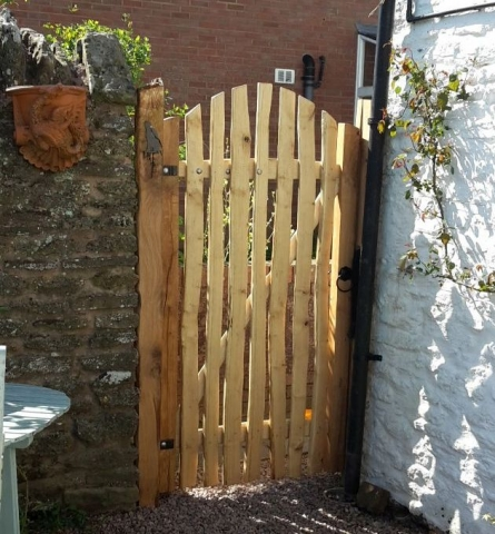 Rustic Sawn Oak and Cleft Chestnut Avenbury gate with arch top