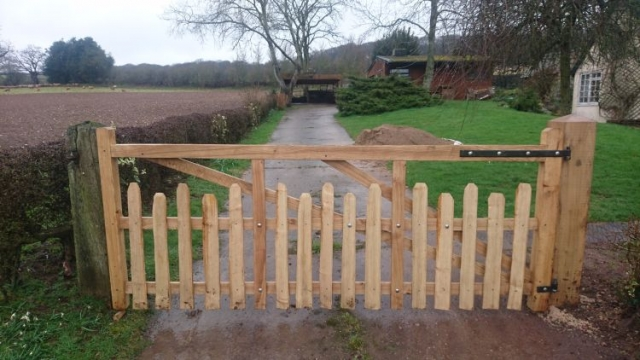 Sawn Oak and Cleft Chest West Midlands gate