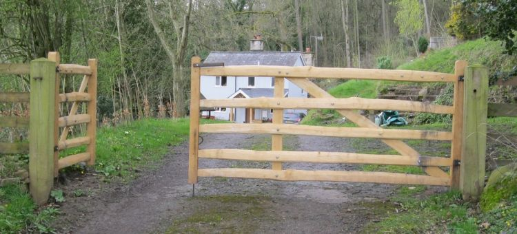 Pair of sawn Oak and cleft Chestnut rustic Mordiford gates