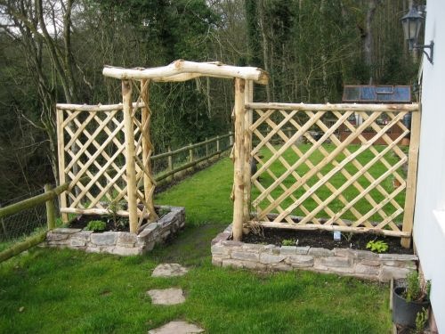 Standard cleft Chestnut rose arch and diamond trellis panels