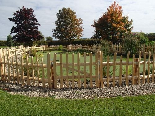 Rustic Cleft Chestnut wicket gate with picket fencing