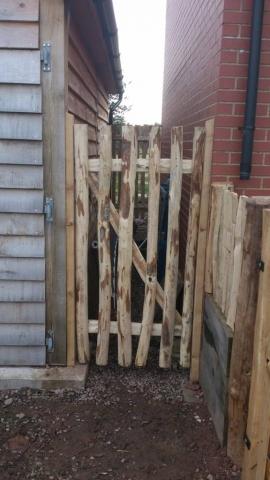 Rustic Cleft Chestnut picket gate