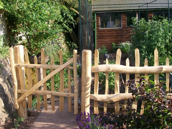Cleft Chestnut Wicket gate with picket fencing