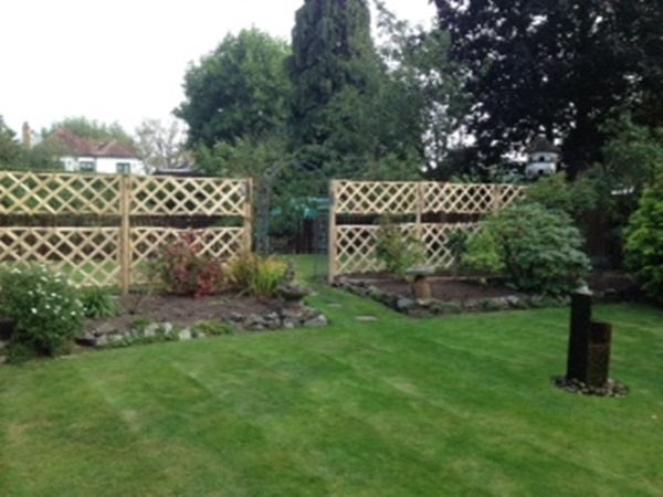Cleft Chestnut diamond trellis panels