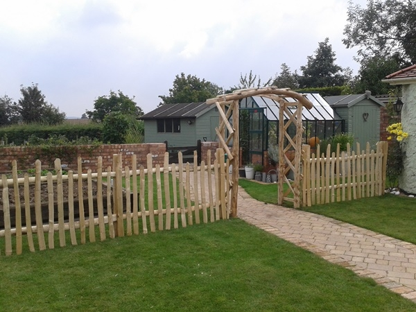 'standard' Cleft Chestnut rose arch and staggered height picket fencing