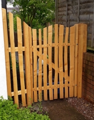 Cleft Chestnut Harvest gate with bespoke mini fence panel