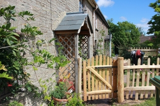Avenbury gate and picket fencing rustic, cleft Chestnut