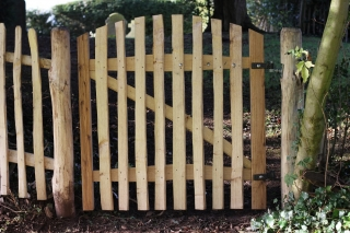 Avenbury gate using sawn Oak and cleft Chestnut.