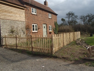 Rustic Cleft Chestnut picket fence