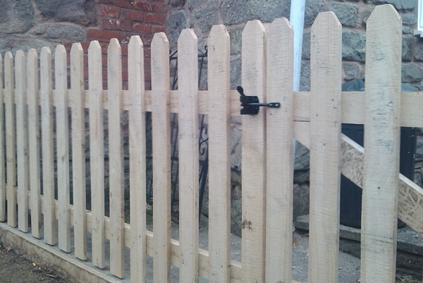 Sawn Chestnut picket fence with gate