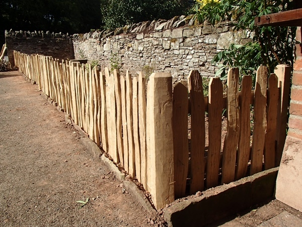 Close spaced rustic cleft oak picket fencing