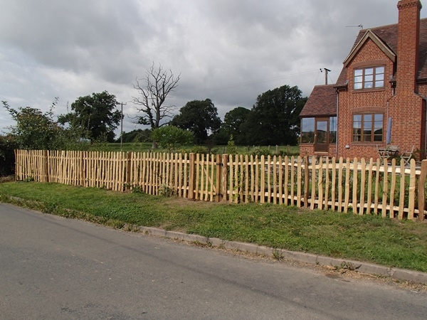 Cleft Chestnut picket fence and wicket gate